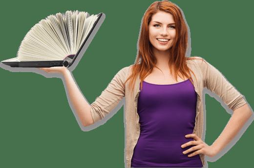Mujer sujetando un libro ebook